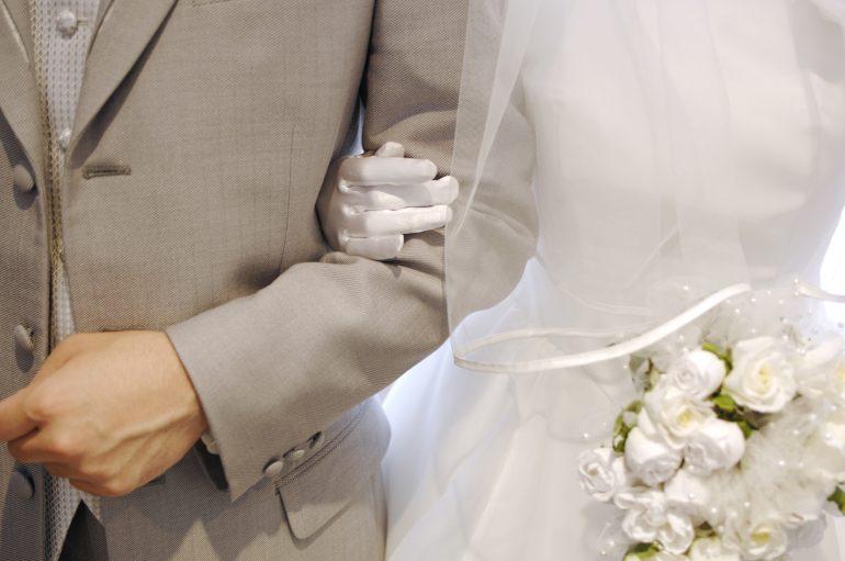 結婚式や引っ越しなどで中断する場合は?