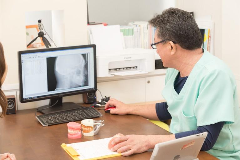矯正治療には欠かせない歯科用CT、セファロを完備